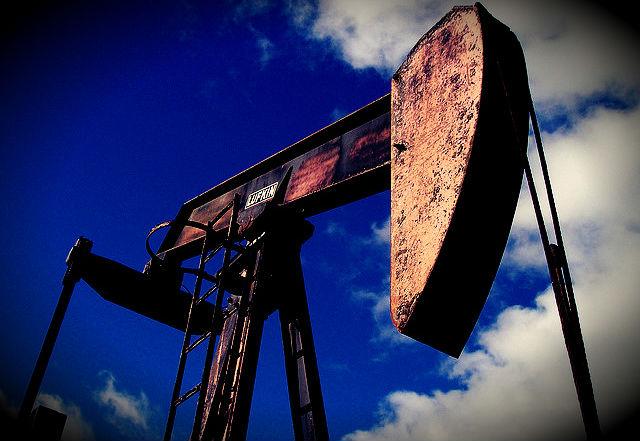 Petropantalones por David Smolansky U.