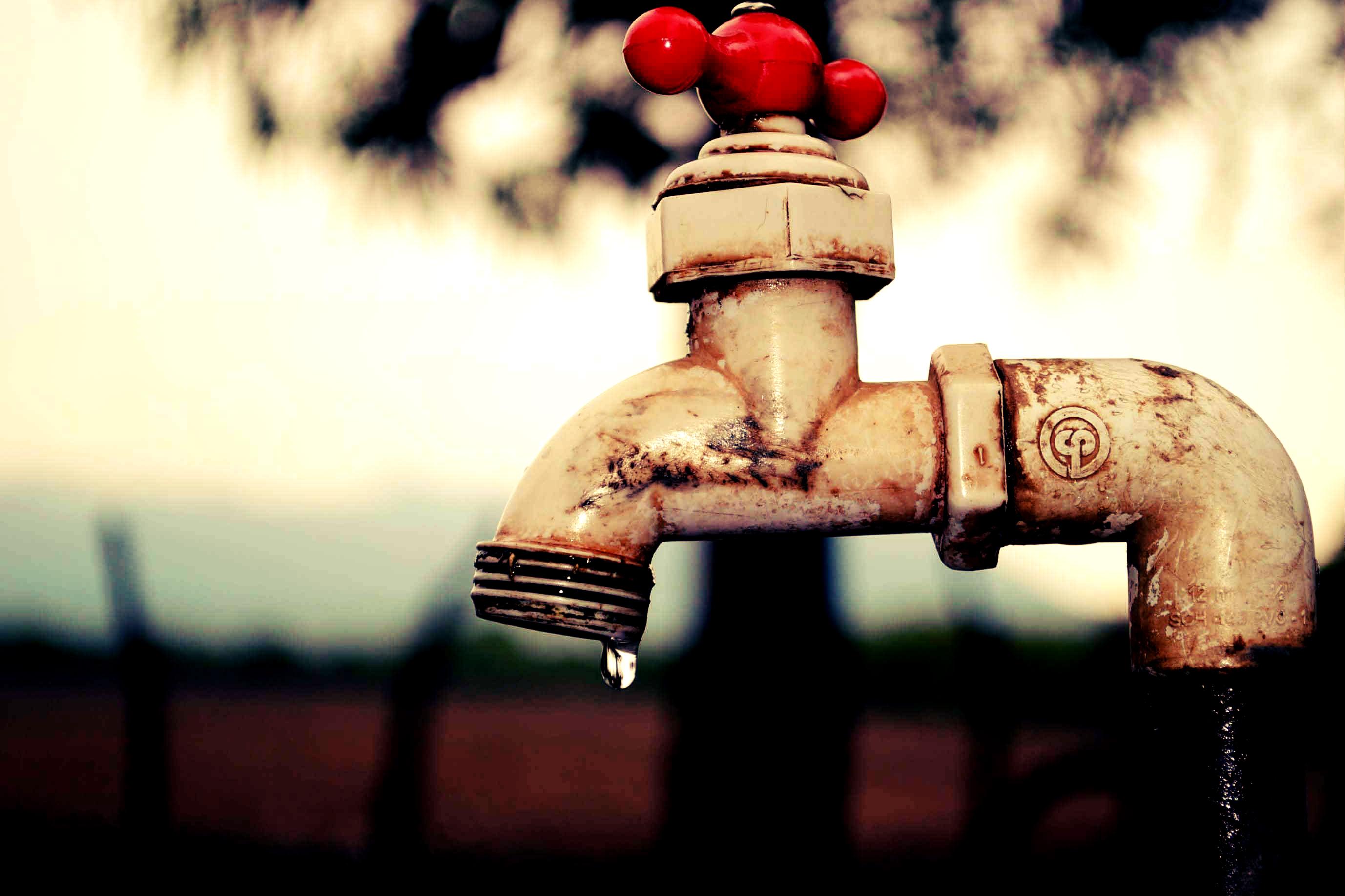 Agua que no has de beber… por Gabriel Reyes