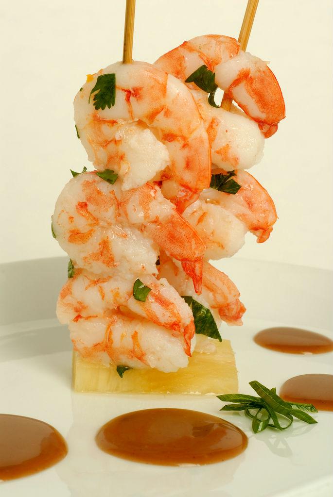 La receta del día: Brochetas de camarón con papelon por el Chef Víctor Moreno