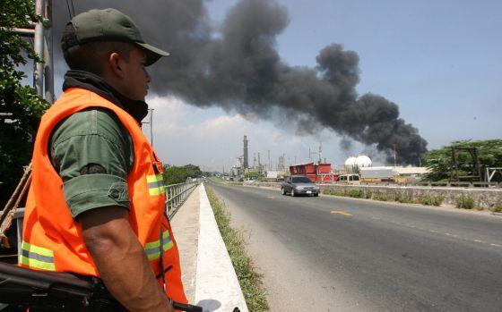 El País: Arde la estatal Petróleos de Venezuela por Maye Primera