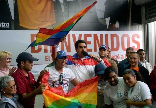 Gobierno emplea bandera LGBT en actos proselitistas