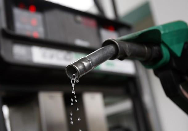 Si es posible guardar la gasolina en el motor de lancha