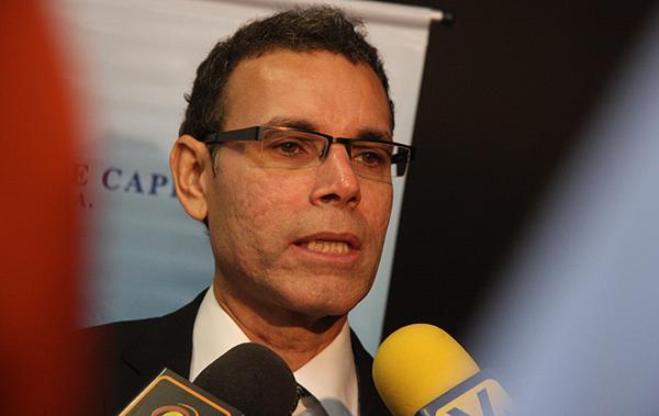 Luis Vicente León: Devaluar es una medida indispensable, pero no suficiente