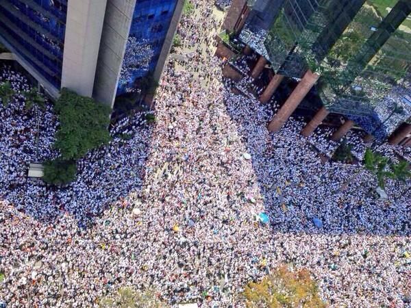 Impresionante: Así se llenó Chacaito a la espera de Leopoldo López