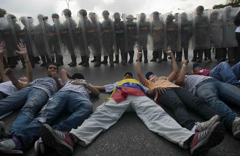 (Video) A 15 meses de las protestas estudiantiles en Venezuela continúa la campaña de apoyo en las redes sociales