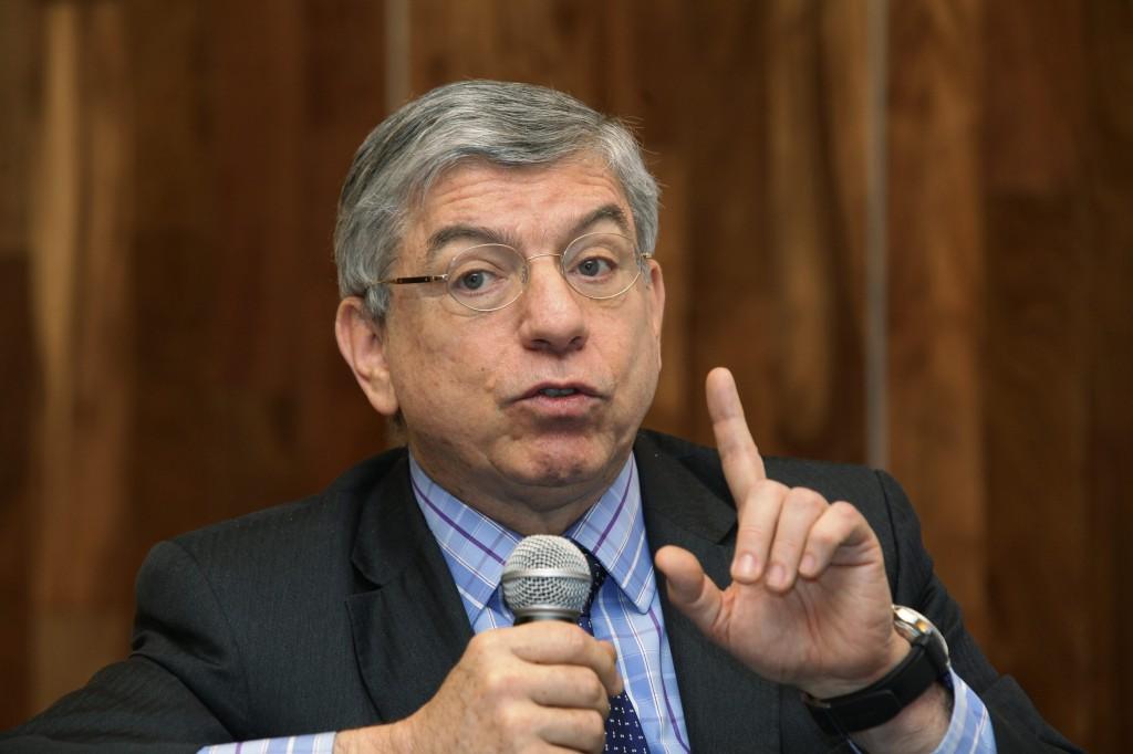 Gaviria invitó a Pastrana y Uribe a unirse contra atropellos de Maduro