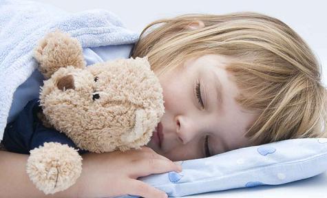 Adolescente durmiendo fuerte con