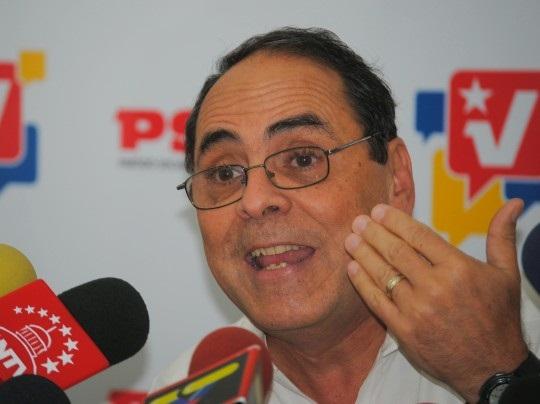 Héctor Navarro, exministro de Educación y de Energía Eléctrica, salió de la Dirección Nacional del Partido Socialista Unido de Venezuela (Psuv) luego de ... - hector-navarro-