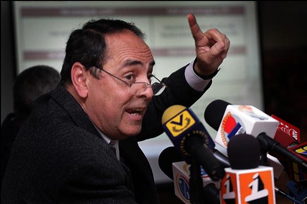 Ciertamente que en la segunda carta del ex ministro (de Educación y de Electricidad) Héctor Navarro resaltan dos elementos políticos: su reclamo de que se ... - hector_navarro_