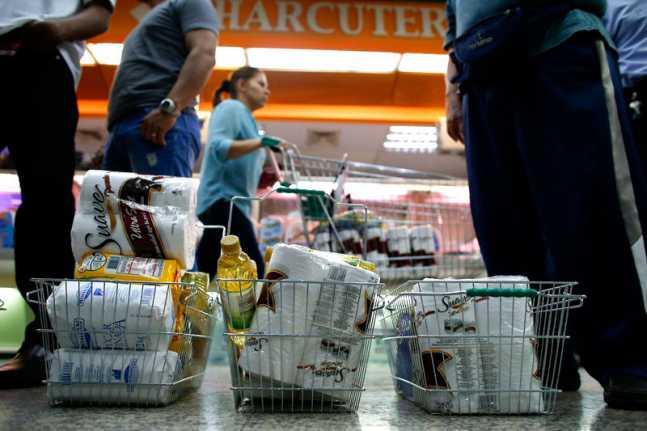 Compras-en-Venezuela-Inflacion-Escasez-Desabastecimiento-Alimentos-Supermercados-647x431.jpg