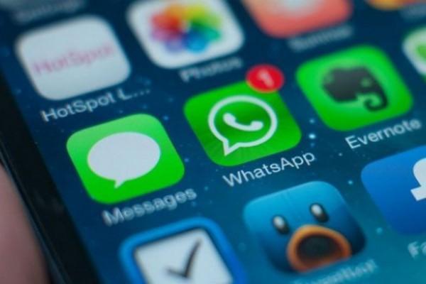 Aprende a evitar el doble check azul de WhatsApp