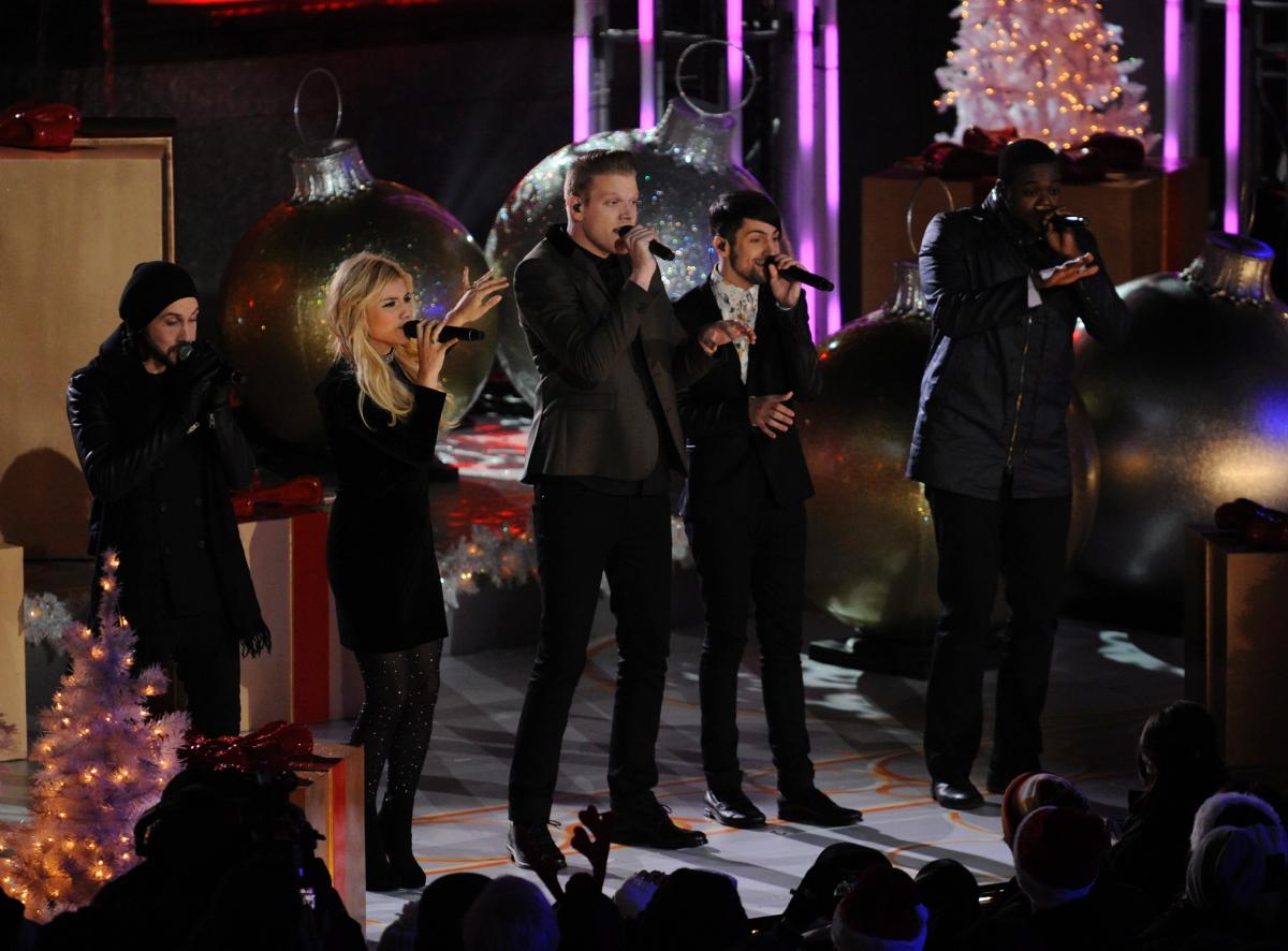 82nd-annual-rockefeller-center-christmas-tree-lighting (11)