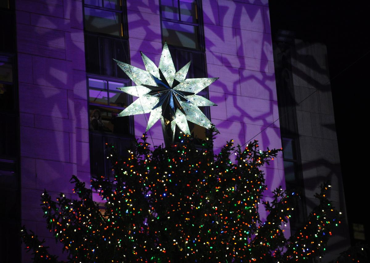 82nd-annual-rockefeller-center-christmas-tree-lighting (12)