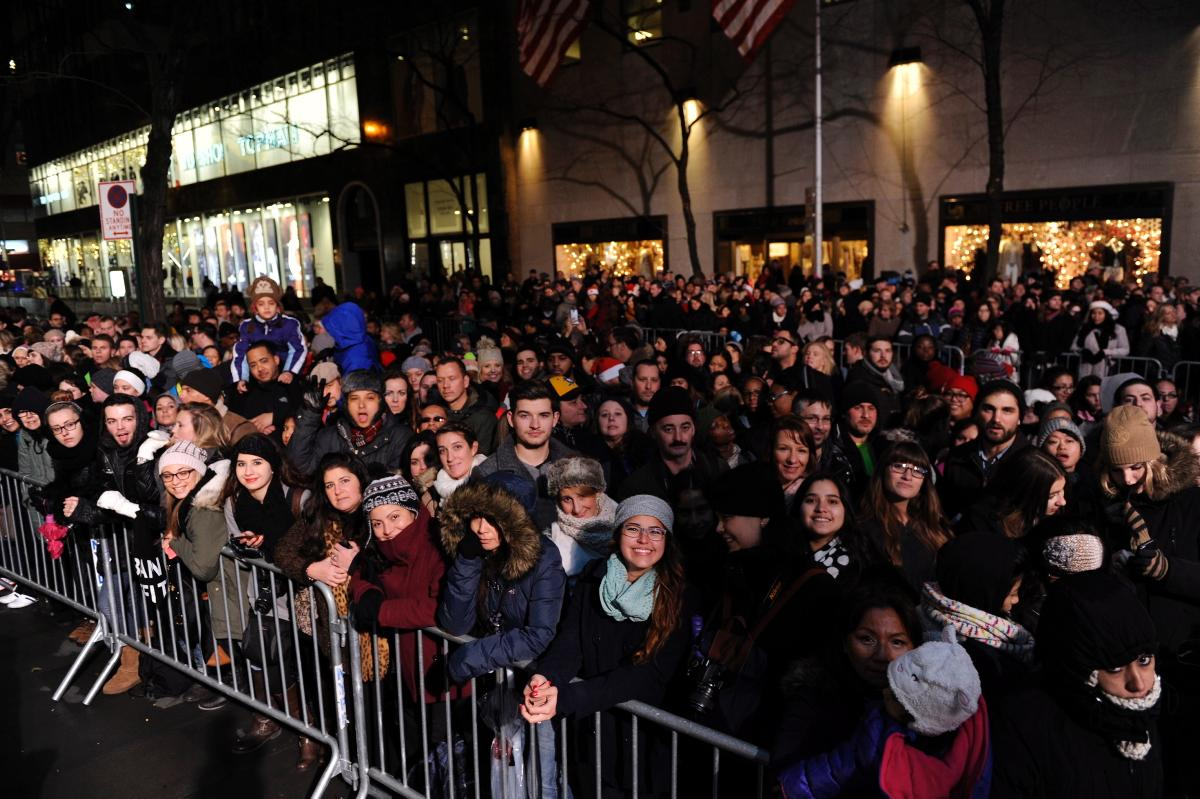 82nd-annual-rockefeller-center-christmas-tree-lighting (5)