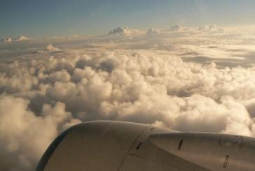 Un pasillo rodeado de nubes por Leonardo Padrón