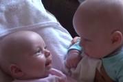 Padre encuentra a sus hijos en medio de una seria conversación (Video)
