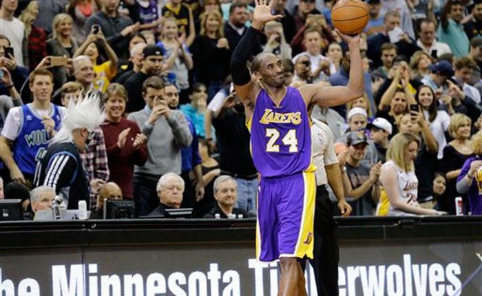 Kobe supera a Jordan como tercer máximo anotador histórico de la NBA
