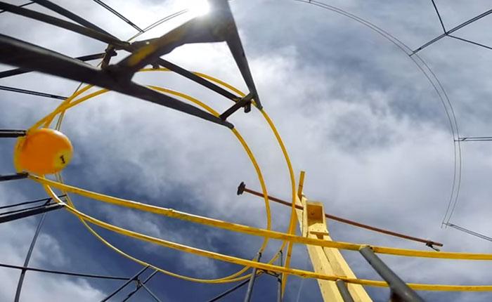 Asombrosa máquina Rube Goldberg le apuesta a la ciencia divertida (Video)