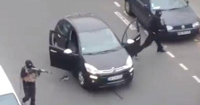 Captura-Charlie-Hebdo-difundido-Facebook_EDIIMA20150107_0231_5.jpg