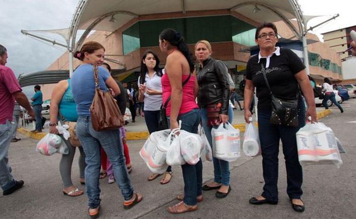 Manifestaron en San Cristóbal por la escasez y las colas