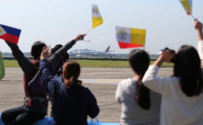 Papa finalizó su viaje a Filipinas celebrando misa ante siete millones de fieles