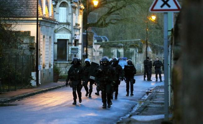 PoliciaFrancesaCharlieHebdo-647x397.jpg