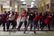 Este profesor de Dallas junto a sus alumnos bailaron al ritmo de Uptown Funk de Bruno Mars