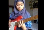 Ella demuestra que para rockear no hay edad, sexo o fronteras culturales (Video)