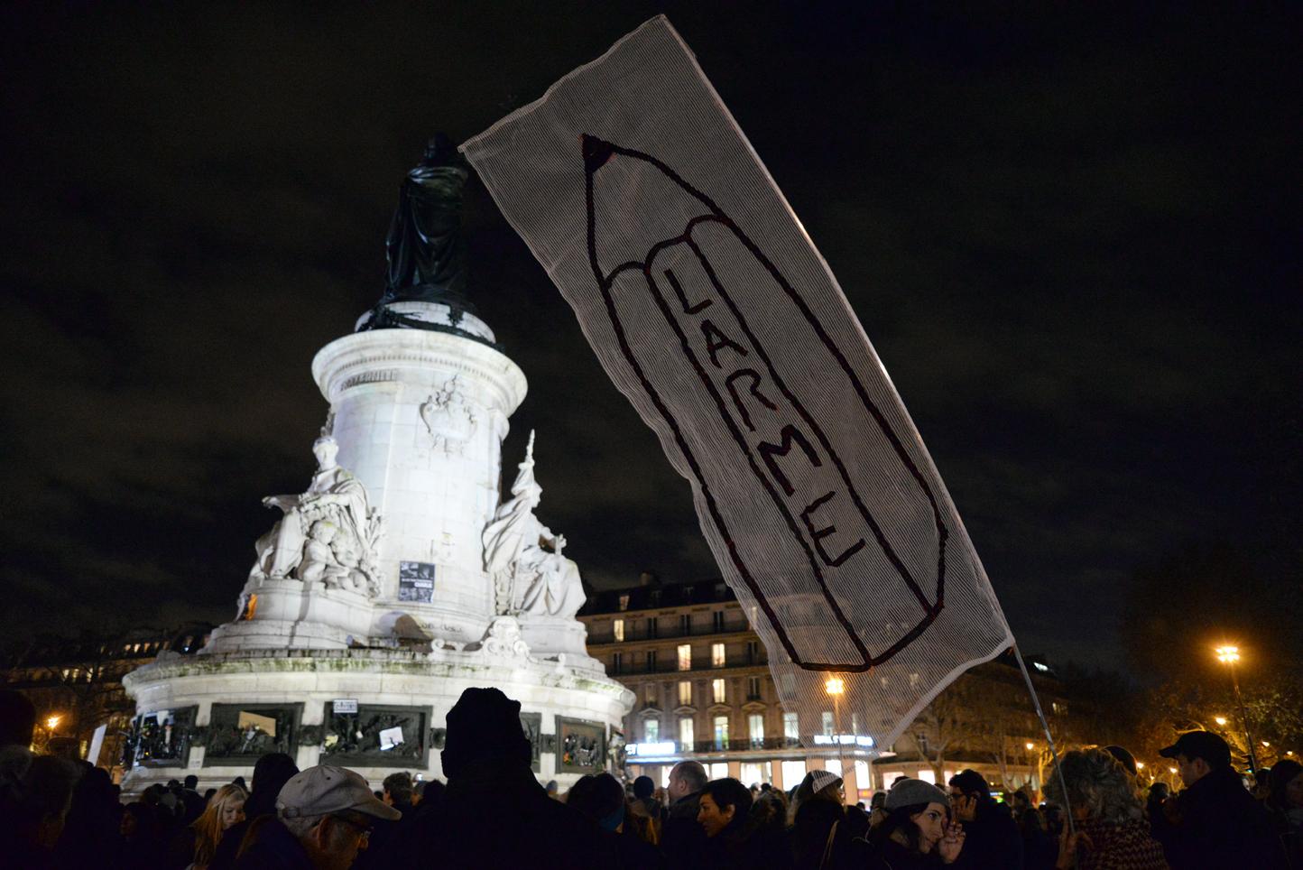 París ahora no es una fiesta, pero gracias a los lápices tampoco una guerra.
