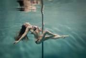 Increíbles fotografías de Pole Dance tomadas bajo el agua