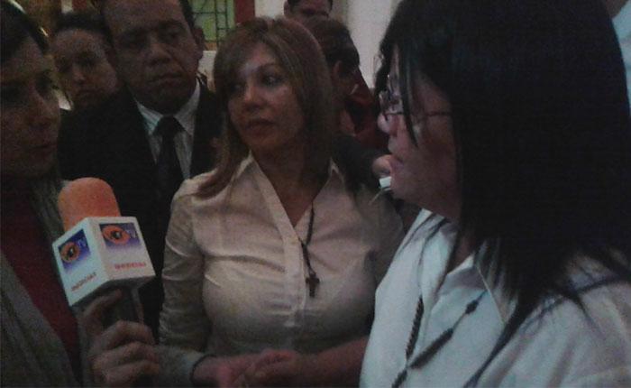"""Mamá de Bassil Dacosta: """"Señor Presidente, póngase los pantalones"""""""