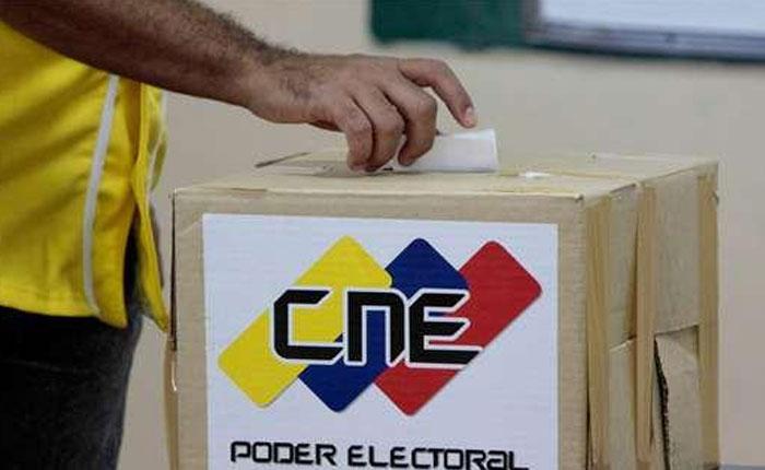 Votando los sacas por Claudio Fermín