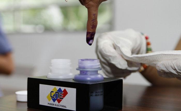 ¡Voten que la casa gana! por Orlando Viera-Blanco