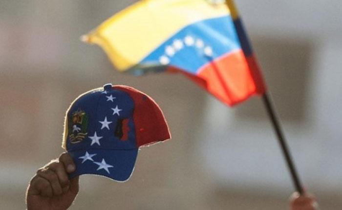 """Los """"huelepega"""" nacionalistas por Marianella Salazar"""