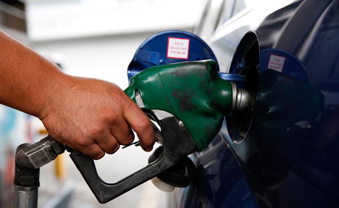 En Venezuela, el país del petróleo, escasea la gasolina