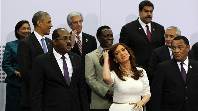 Obama-Maduro-mantiene-conversacion-informal_EDIIMA20150412_0017_4.jpg