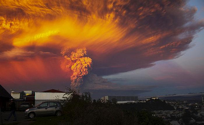 Alerta roja en Chile por la sorpresiva erupción del volcán Calbuco (Fotos)