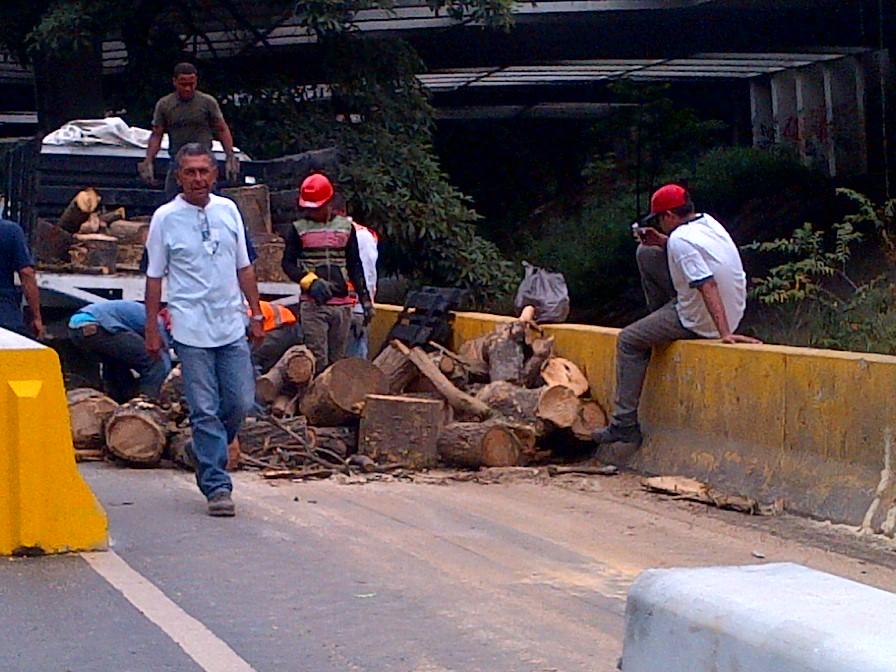 Denuncian destrucción ambiental por ampliación de autopista Francisco Fajardo
