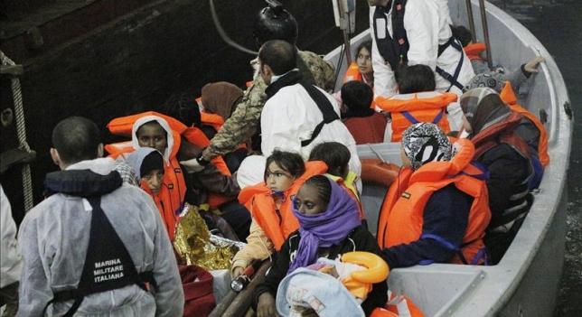 700 inmigrantes desaparecidos en naufragio de barco en costas de Italia