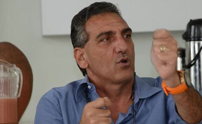 Enzo Scarano viajó hoy a EEUU para nuevo chequeo médico
