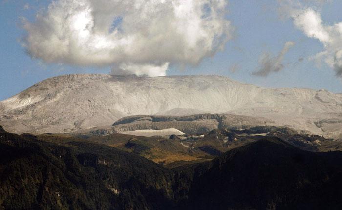 Alerta en Colombia por actividad sísmica del volcán Nevado del Ruiz