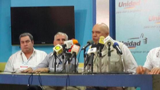 Bloqueo informativo de medios oficiales a primarias de la MUD denuncia Chuo Torrealba