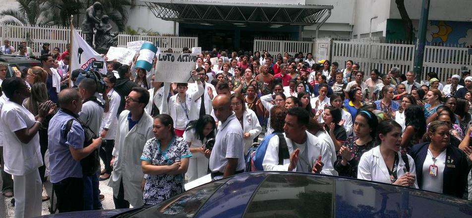Médicos protestaron en el J.M. De Los Ríos por el asesinato de un pediatra-oncólogo