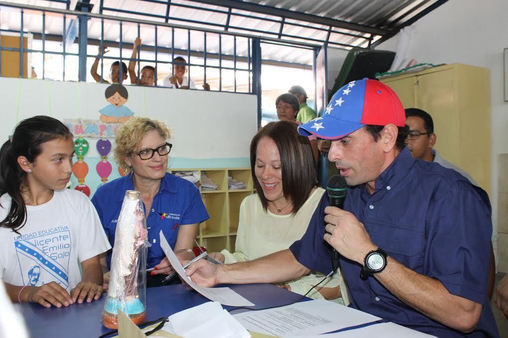 """Capriles: """"Los venezolanos tenemos que levantar la voz para que los maestros ganen un salario digno"""""""