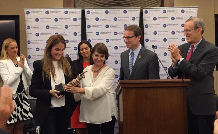 Antonio Ledezma, Leopoldo López y Tamara Sujú reciben Premio a la Democracia