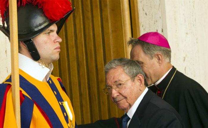 Las dos mitades de Raúl Castro por Yoani Sánchez