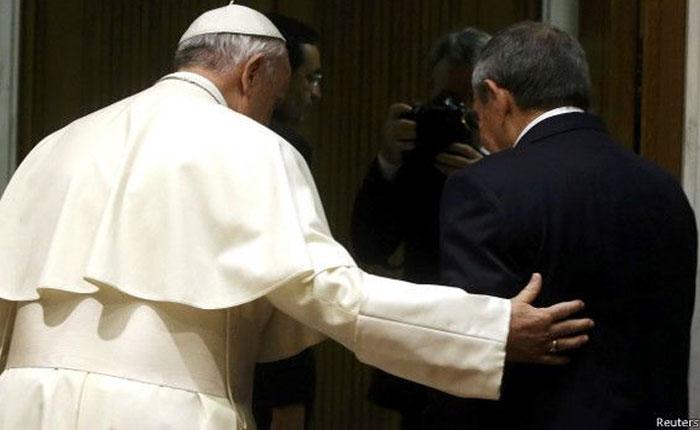Raúl Castro le dice al Papa que volverá a rezar por Damián Prat