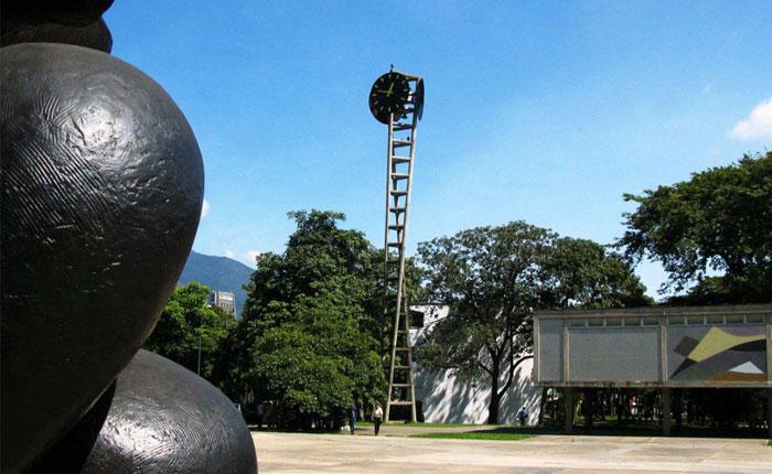 Profesores de la UCV califican a Maduro de dictador y llaman a protestar este jueves 26 de mayo