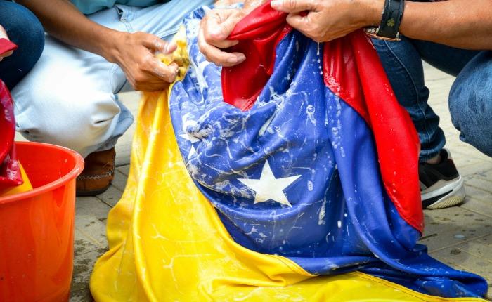 Memoria de la Venezuela enferma por Asdrúbal Aguiar