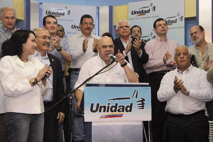 Con 7,4% de participación, MUD supera el patrón electoral internacional en las primarias
